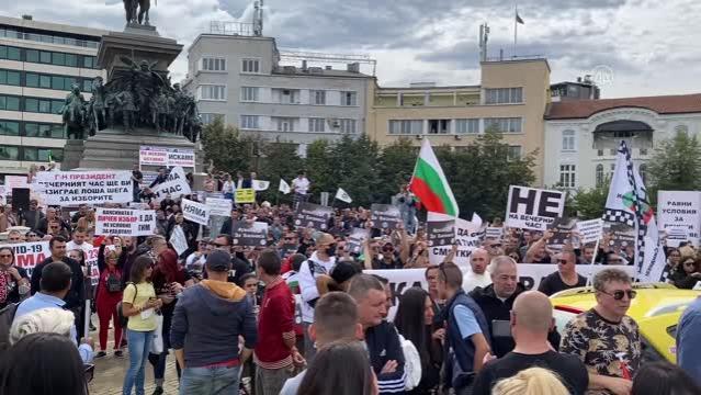 Bulgaristan'da lokanta sahipleri Kovid-19 önlemlerini protesto etti