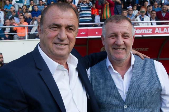 Büyükşehir Belediye Erzurumspor, teknik direktör Mesut Bakkal ile yollarını ayırdı