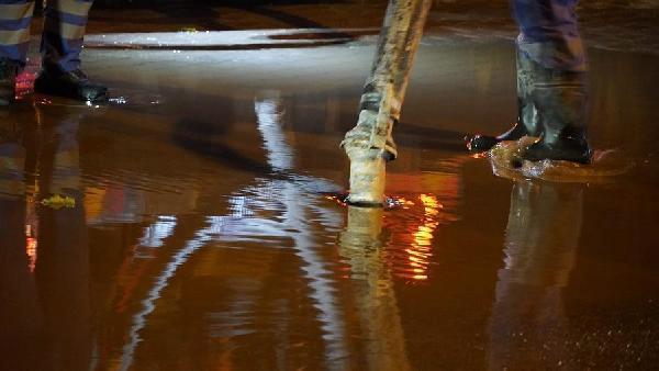 Çeşme'de kanalizasyon taştı