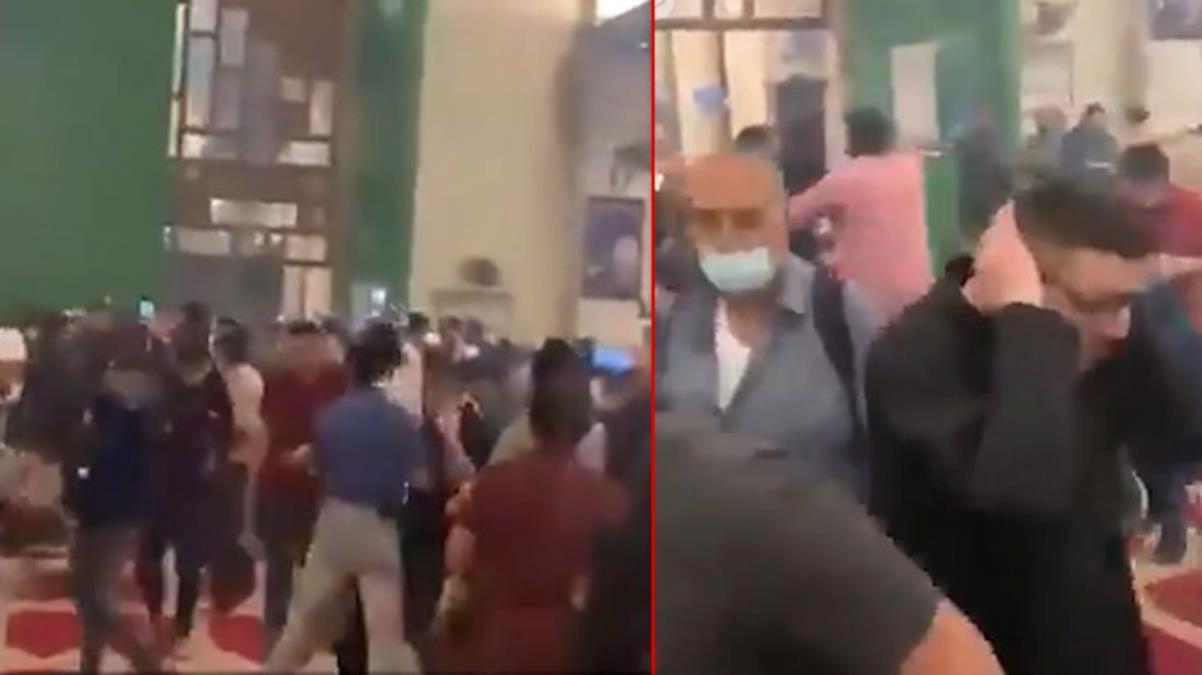 İsrail polisinin Mescid-i Aksa'nın içindeki cemaate saldırdığı görüntüler ortaya çıktı