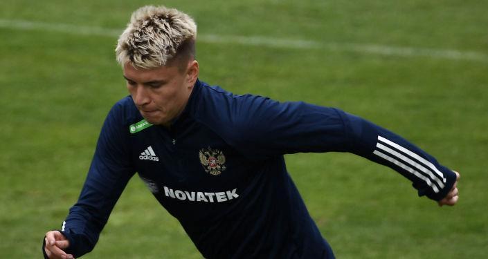 Kovid-19 testi pozitif çıkan Rus futbolcu Mostovoy, EURO 2020'de oynayamayacak