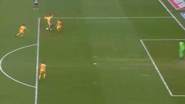 Maçın ilk dakikasında Ljajic'in pozisyonuna penaltı veren Cüneyt Çakır tartışma konusu oldu