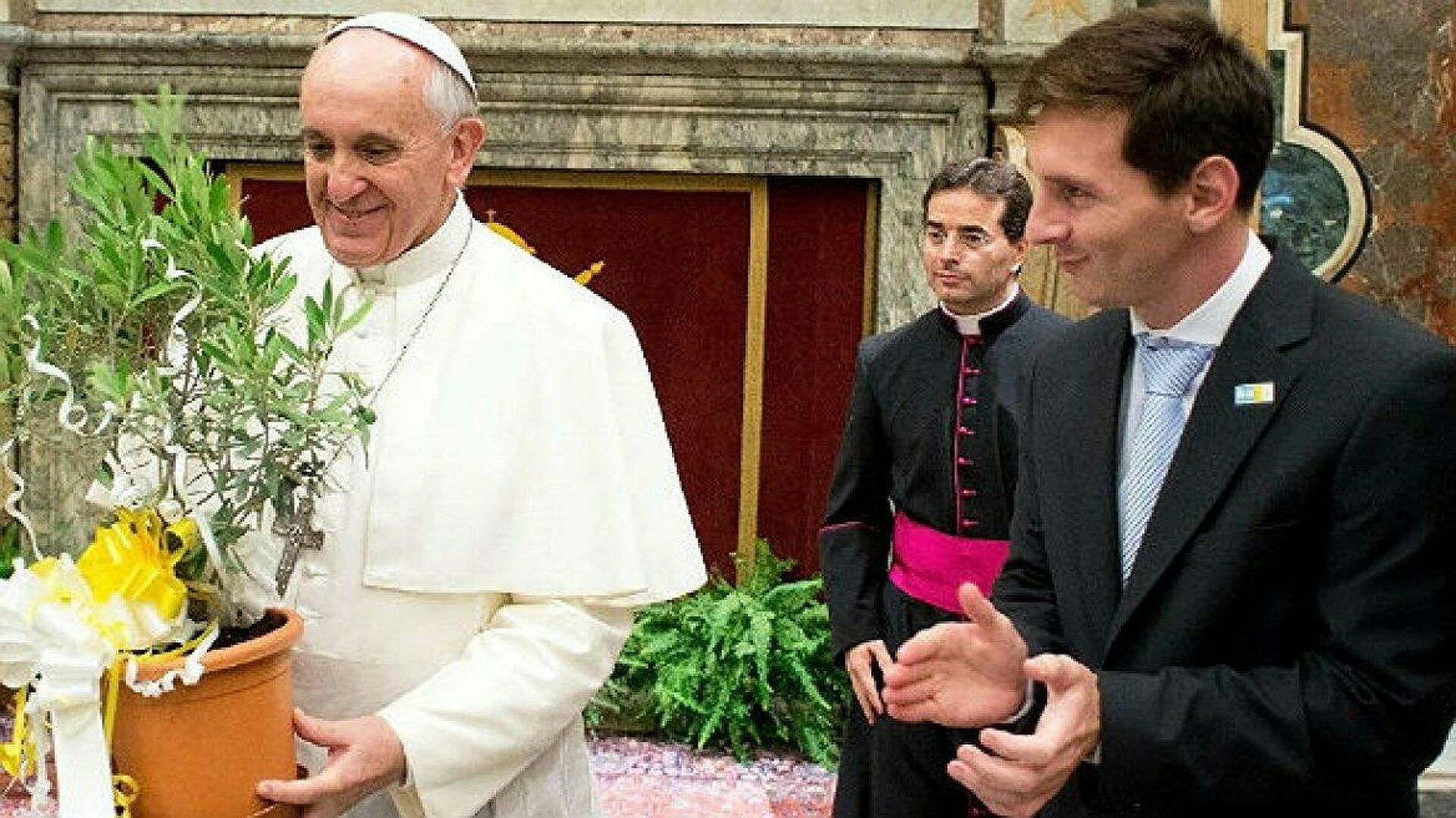 Messi'den Papa'ya imzalı forma