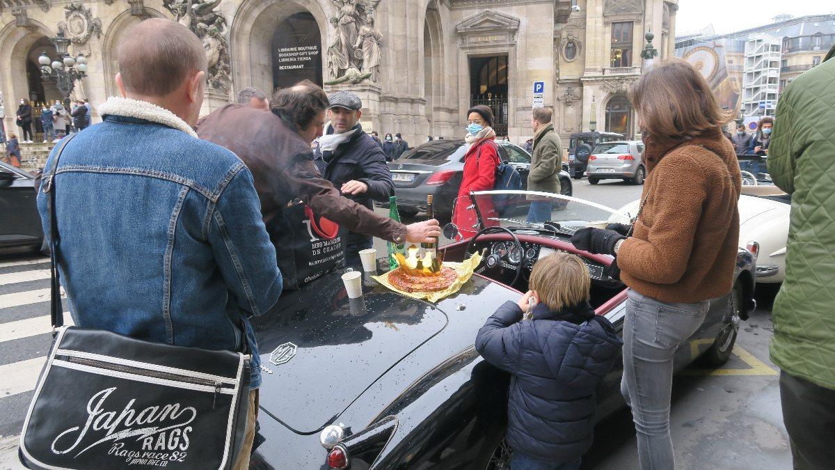 Paris'te klasik araba turu
