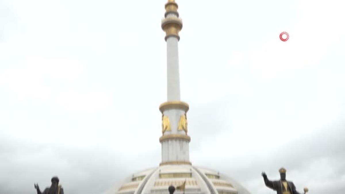 Son dakika: – Bakan Çavuşoğlu Türkmenistan Bağımsızlık Anıtı'nı ziyaret etti