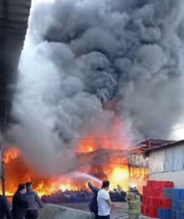 Son dakika haber… Sebze ve meyve kasalarının bulunduğu depoda korkutan yangın