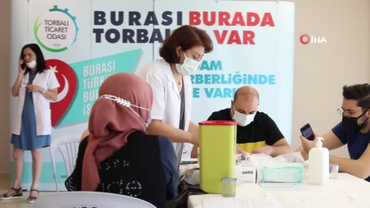 Torbalı'da binlerce fabrika çalışanı aşılandı