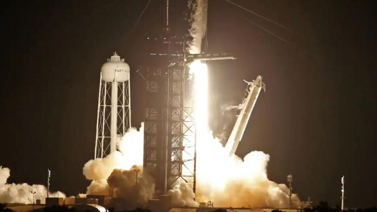 Uzay uçuşu tarihinde bir ilk! SpaceX roketi astronot olmayan 4 kişiyi dünyanın çevresinde 3 gün gezdirecek