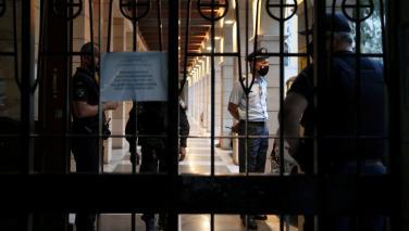 Yunanistan'da rahipten kezzaplı saldırı: 11 yaralı