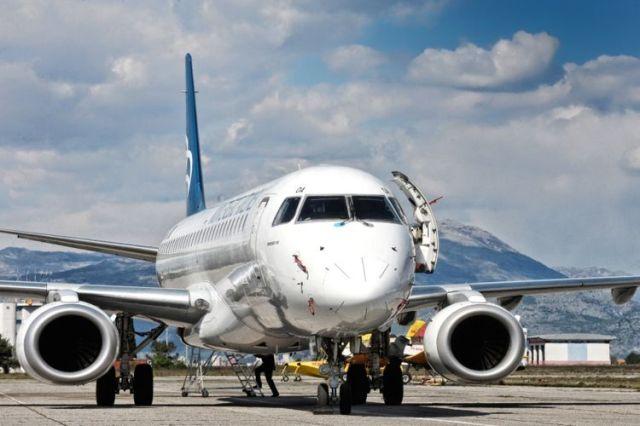 Самолет авиакомпании Montenegro Airlines. Фото: Montenegroairlines.com