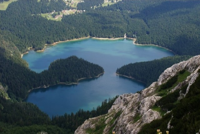 Черное озеро в Дурмиторе. Фото: Glusica.me