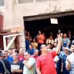 Štrajk u Uljaniku: Pivom polivan župan, pevaju se Tompsonove pesme