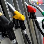 Nafta pojeftinjuje na svetskim berzama, cene kod nas i dalje miruju