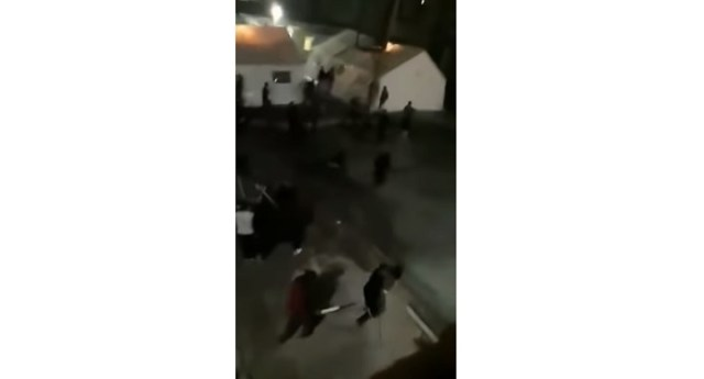 Masovna tuča migranata u prihvatnom centru u Bihaću, nekoliko osoba teže povređeno (VIDEO)