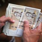 U BiH političari zarađuju osam puta više od građana