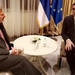 Vučić s Hanom: Srbija će se ponašati u skladu s ponašanjem zemalja EU
