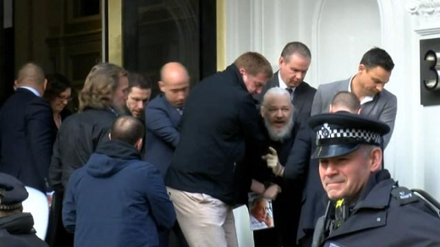RT: Asanž uhapšen po zahtevu SAD radi izručenja