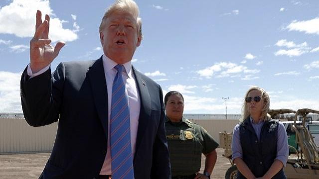 Tramp: Proverio sam zid na granici sa Meksikom, sjajan je! (VIDEO)