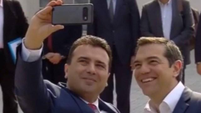 Pobednički selfi: Cipras stigao u prvu zvaničnu posetu Severnoj Makedoniji