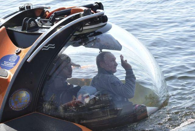 Putin zaronio na mesto podmornice potonule u Drugom svetskom ratu
