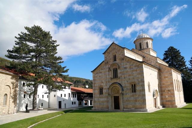 """Albanski """"istoričari"""" tvrde da su Visoki Dečani albanski manastir"""