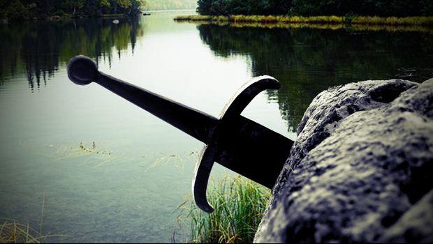 Baš kao u legendi: U Vrbasu pronađen sredjovekovni mač u kamenu, čeka se moderni Artur da ga izvadi
