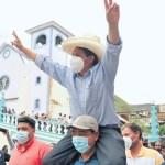 Od autsajdera do favorita – peruanski nastavnik u trci za predsednika