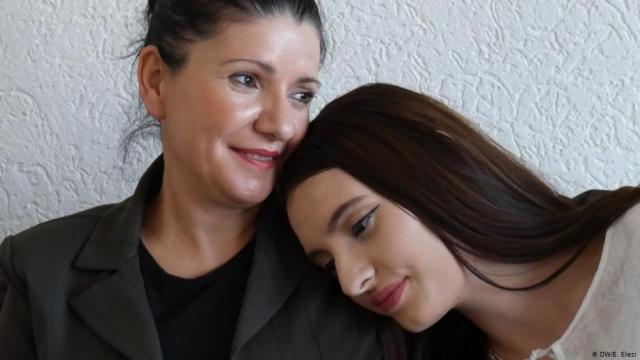 Nena Me Vajzen Pas 20 Viteve