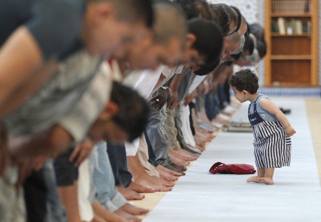 ramadan-2013-first-day-holy-month-muslims