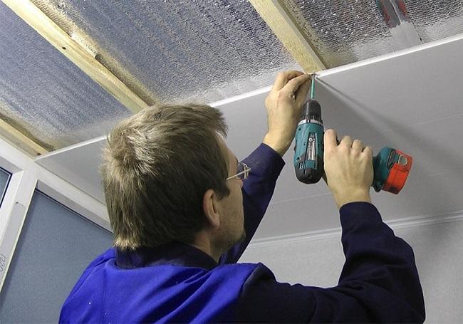 Installation af PVC-paneler på loggia
