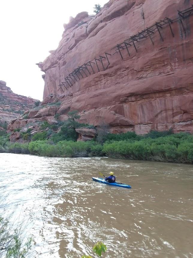 Dolores via San Miguel - Kayaking under the hanging flume