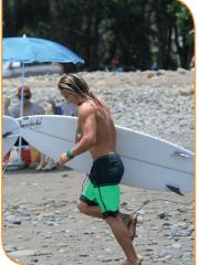 thumbs surf dominical ballenatales surfer gerace  El surf no es una moda, es un estilo de vida.