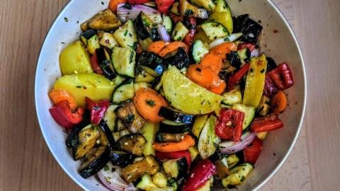 Geschmackvoller Gemüseauflauf mit geschmorten Hähnchenschenkeln Schritt 3