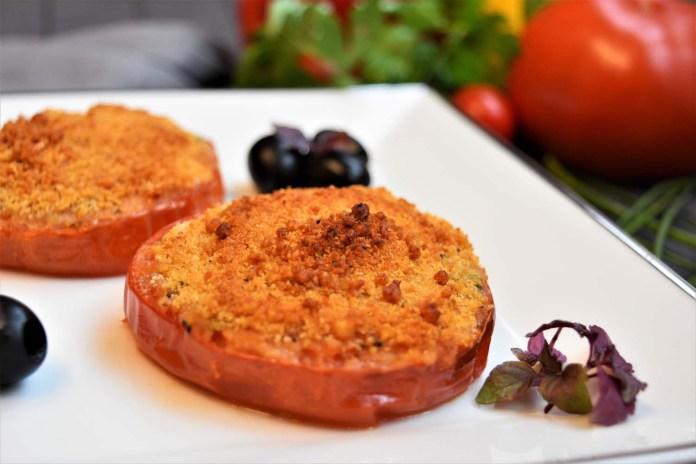 Tomaten mit Brösel Haube