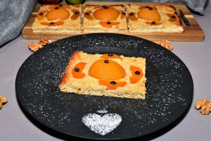 Hefekuchen mit Pfirsich und Walnuss