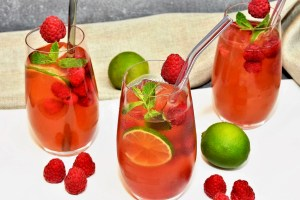 Kokoswasser Himbeeren Cocktail