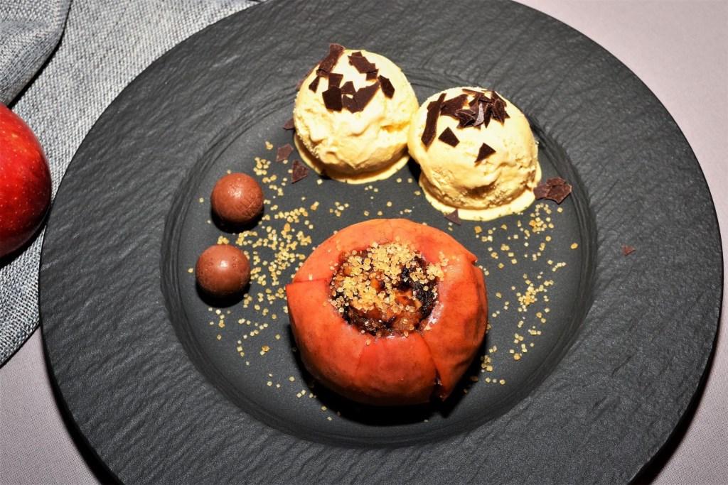 Bratapfel mit Walnüsse und Demerara