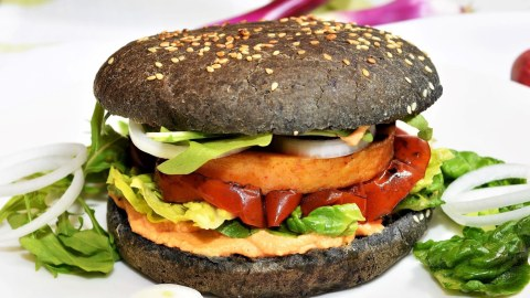 Vegetarischer Black Cheeseburger