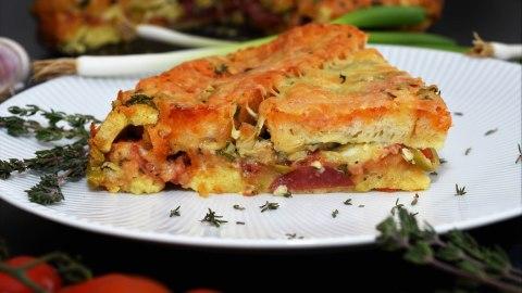 Pizza-Tarte aus altem Brot Anrichten