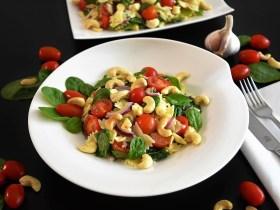 Farfalle-Spinat-Salat mit Cashewkernen Rezept