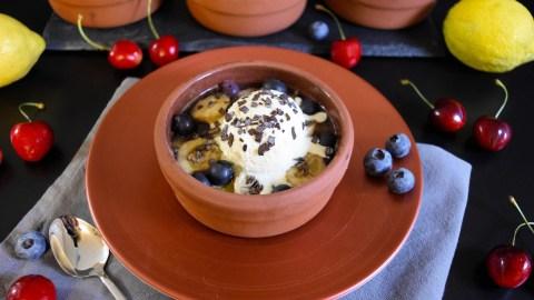 Gegrillte Ananas mit Heidelbeeren-Anrichten