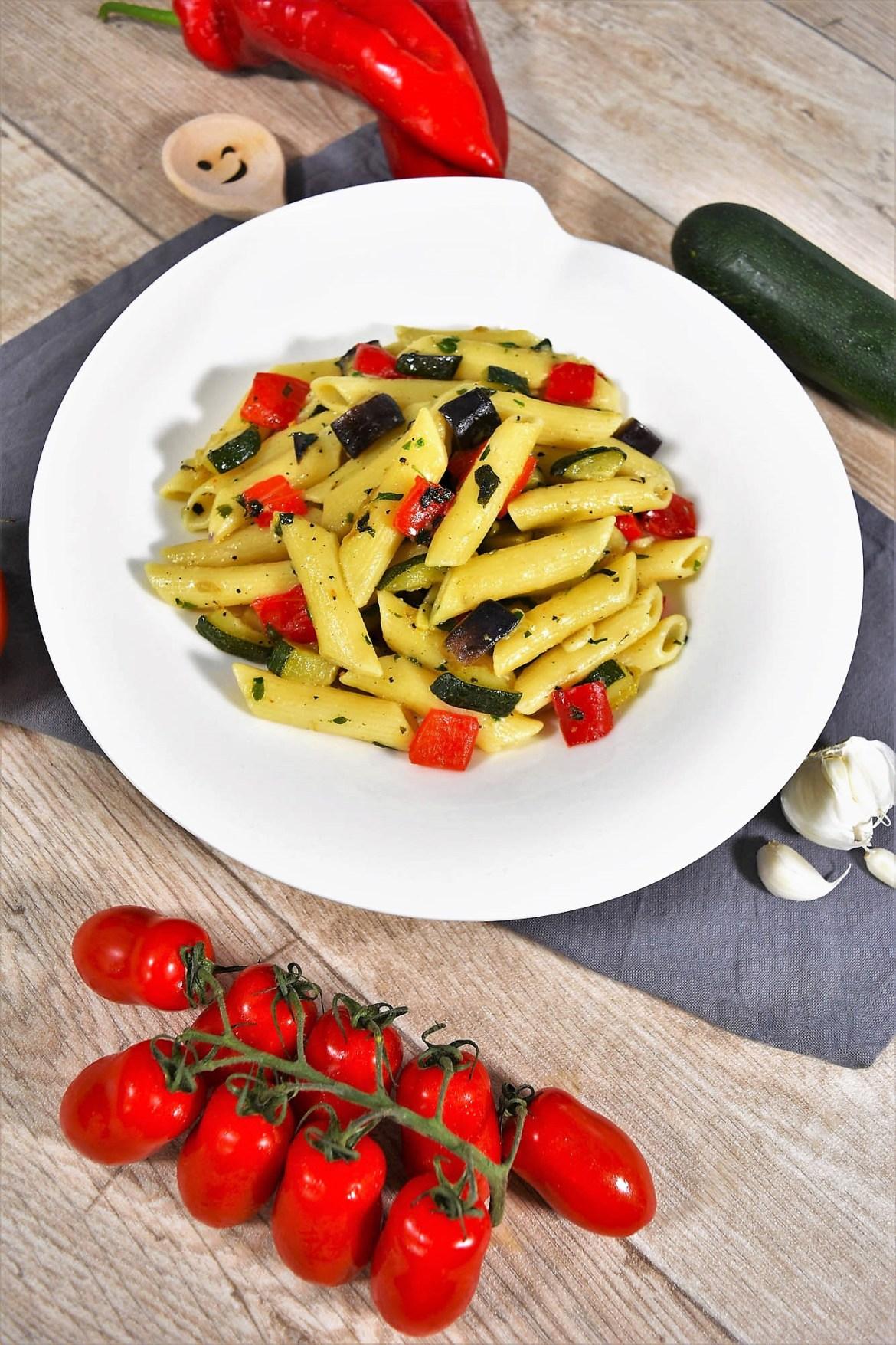 Nudeln mit Gemüse nach mediterraner Art-Gesund Essen-ballesworld