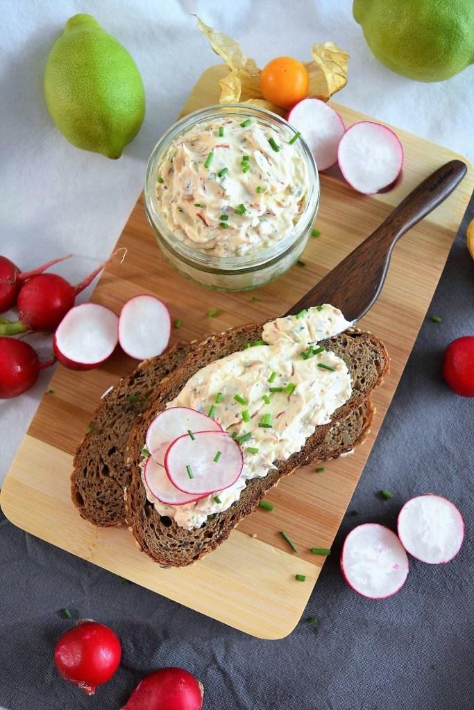 Frischkäse-Chilifäden Brotaufstrich-Gesundes Frühstück-balleswprld