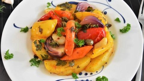 Backofen Kartoffeln mit buntem Gemüse