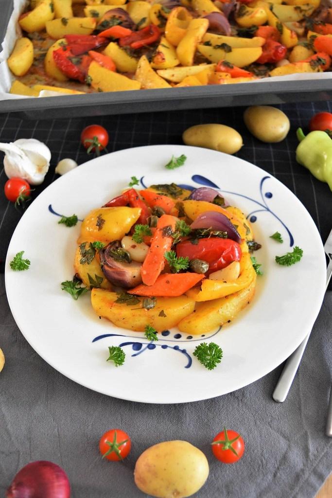 Backofen Kartoffeln mit buntem Gemüse-Vegetarisch-ballesworld