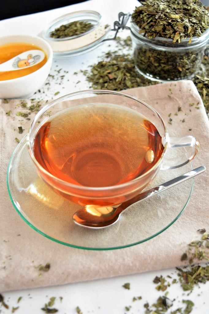 Spitzwegerich Tee-Heilkräuter-ballesworld