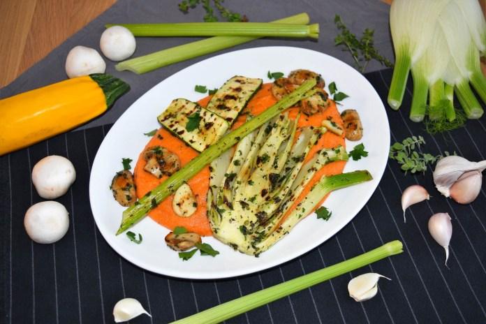 Tomatisierte Grießflammeri mit gegrilltem Gemüse