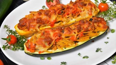 Überbackene Zucchini mit Spaghetti Füllung