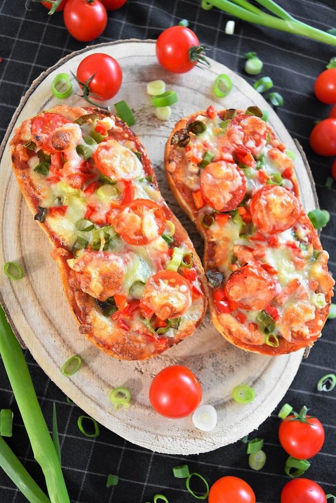 Vegetarische Pizzabrötchen mit frischem Gemüse-Rezeptideen-ballesworld