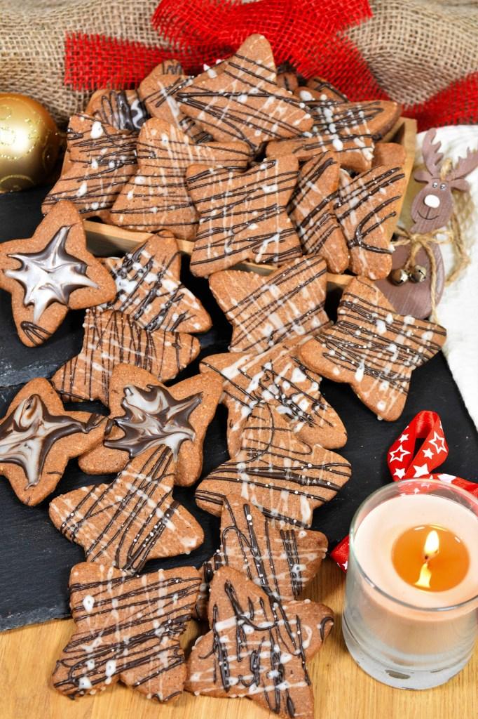 Schoko Sterne mit Erdnusscreme-Weihnachtsplätzchen-ballesworld